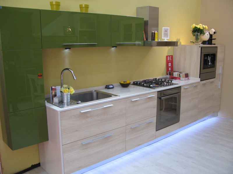 bucatarie moderna facuta la comanda de catre profesional design pret orientativ 3000 euro. Black Bedroom Furniture Sets. Home Design Ideas