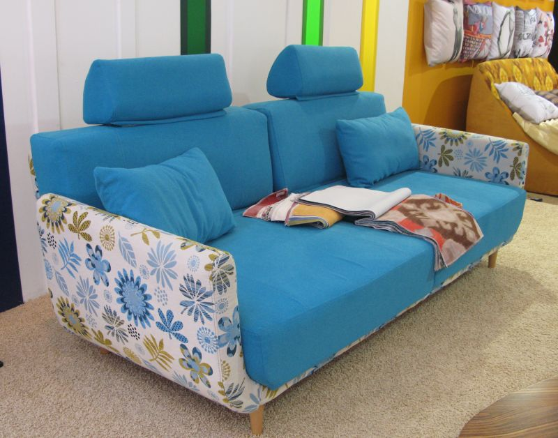 Canapea de la Mobila Dalin la targul SIM Expo