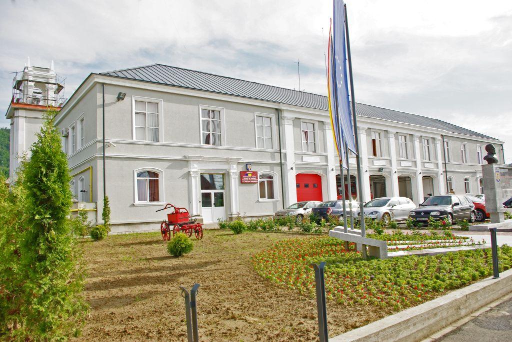 Cladire de patrimoniu sediul pompierilor din Baia Mare acoperit cu tabla faltuita Lindab SRP Click. Lucrare coordonata de arh Alexandru Băban