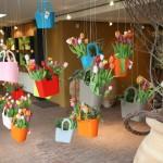 Idee creativa de a folosi Lizzy bag intr-o expozitie florala