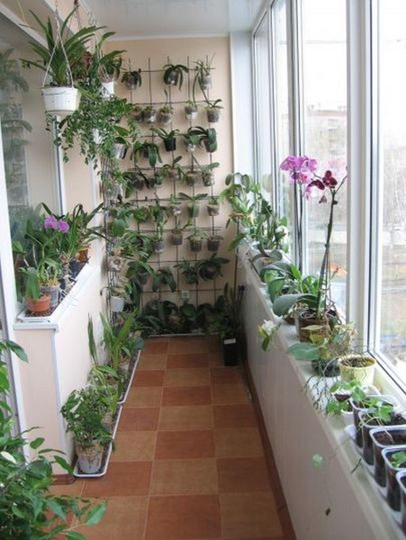 Оформление стеллажей цветами