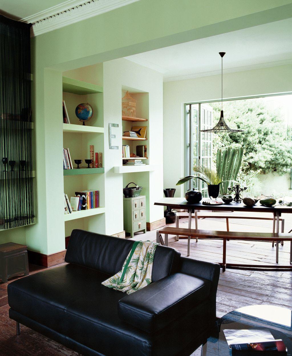Nuanta de verde potrivita in interior cu pardoseala si mobila inchise Foto Copyright © Akzo Nobel
