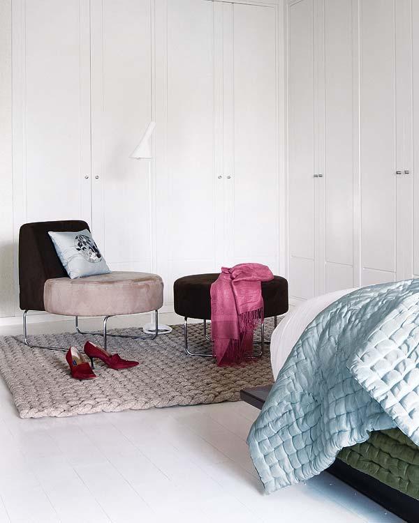 adelaparvu.com despre locuinta cu pereti gri si decor pastelat Foto Micasa 12