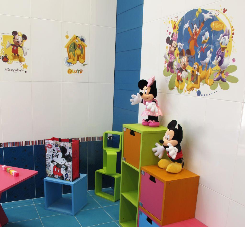 Placi ceramice cu personaje Disney de la Azteca Ceramica