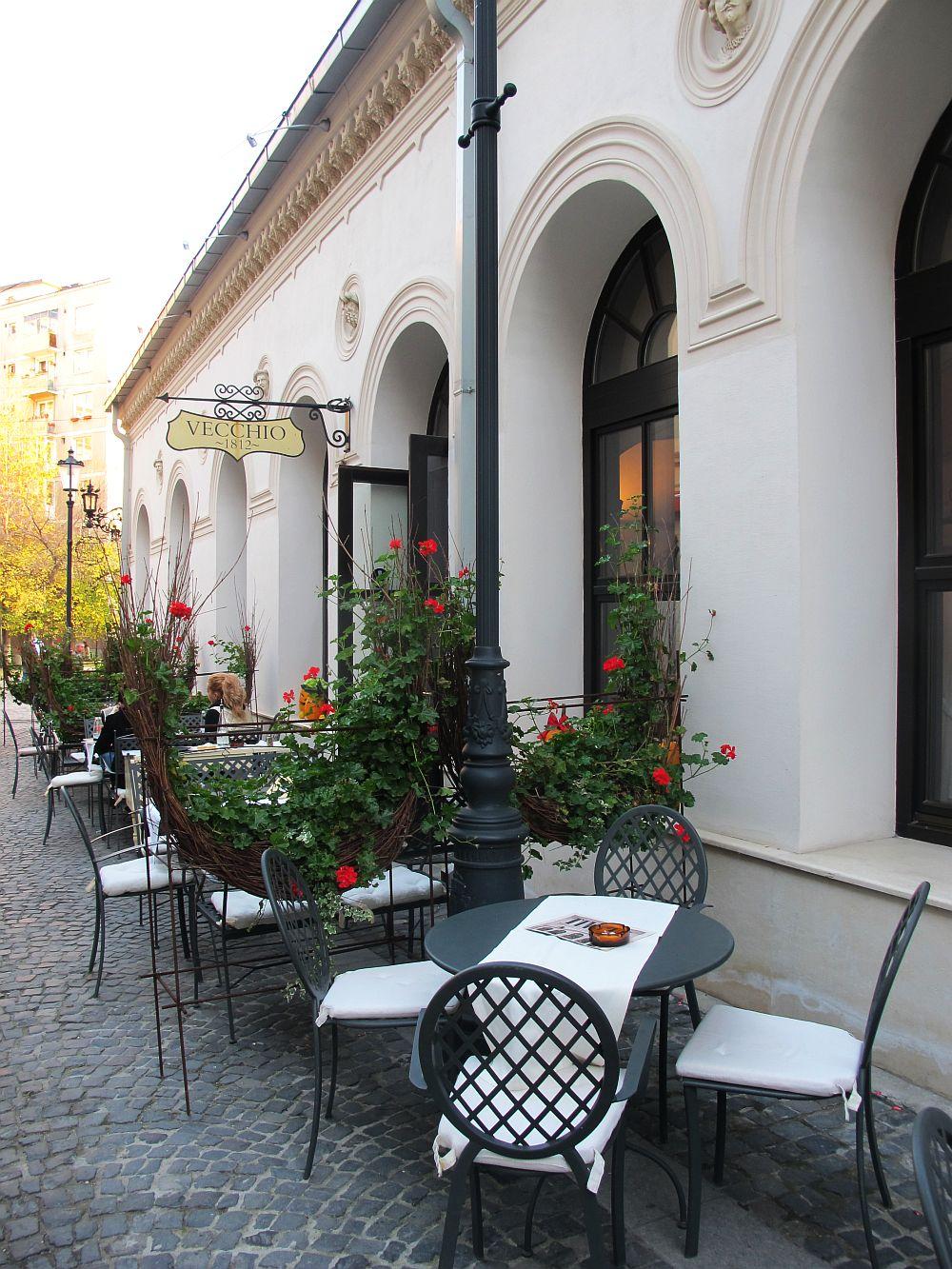 adelaparvu.com despre Cafeneaua Veche (2)