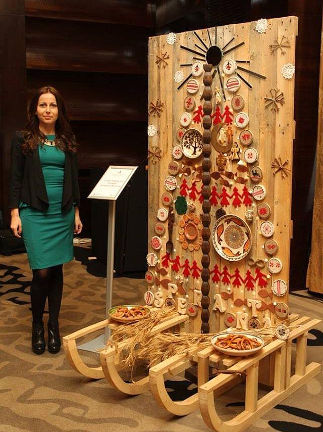 Bradul Traditiilor de Craciun creat de Corina Vladescu din partea Fundatiei Dumbrava Minunata