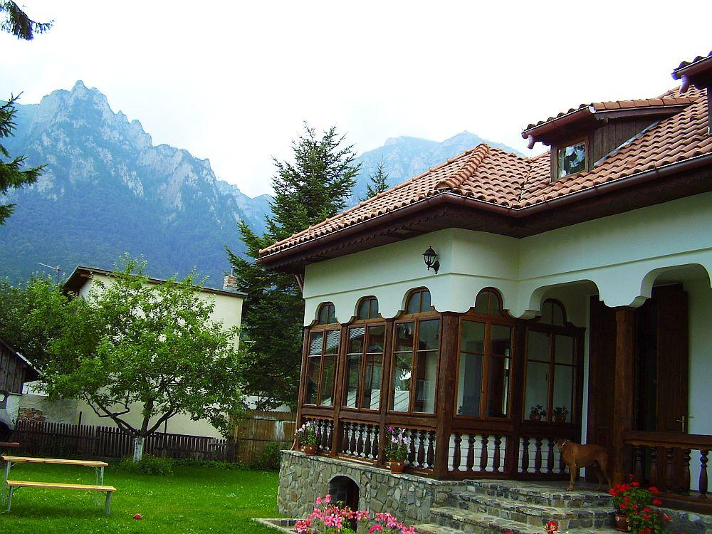 adelaparvu.com despre vila in stil neoromanesc la Busteni restaurare Axa Construct (2)