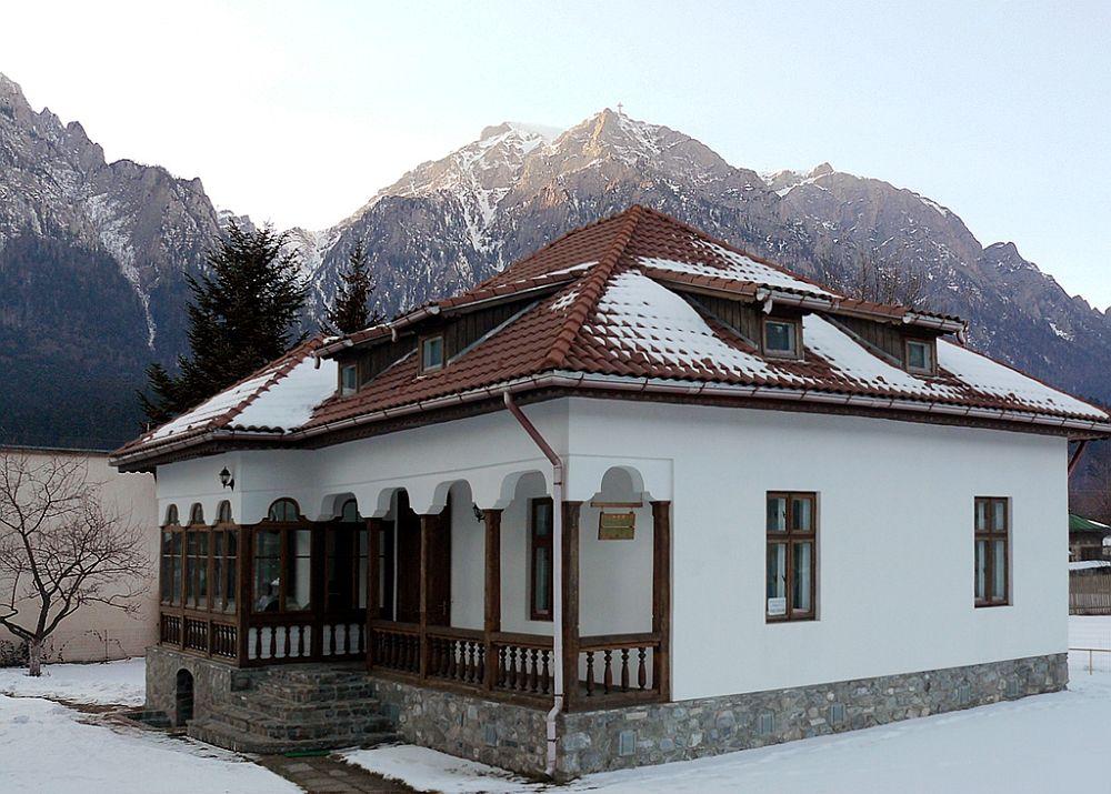 adelaparvu.com despre vila in stil neoromanesc la Busteni restaurare Axa Construct (7)