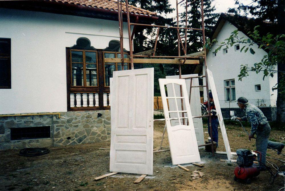 In faza de renovare, cand au fost recuperate si  reconditionate si usile de interior