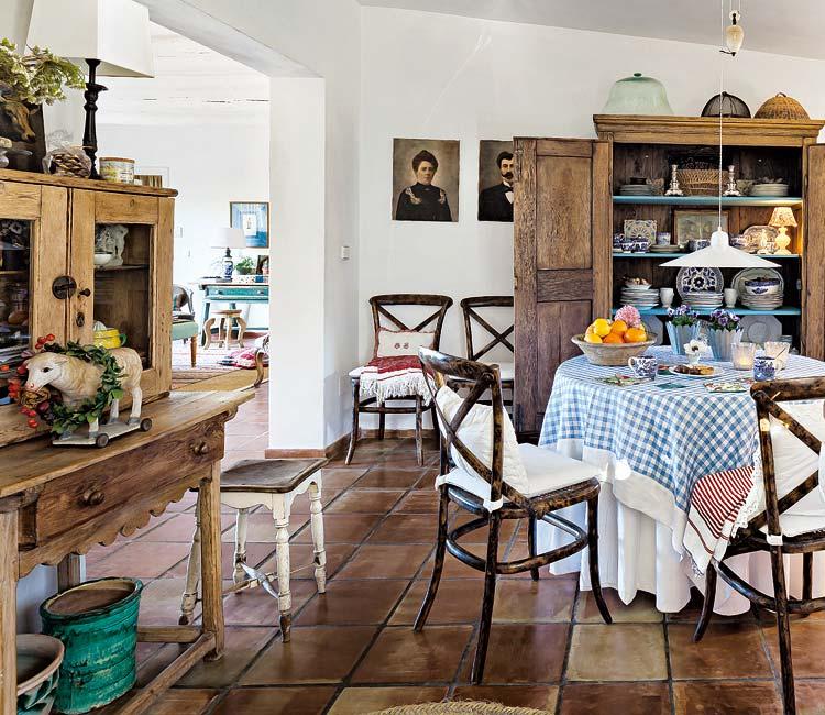 adelaparvu.com about eclectic rustic house in Malaga designer Christine Van Hoecke, Photo Micasarevista (6)