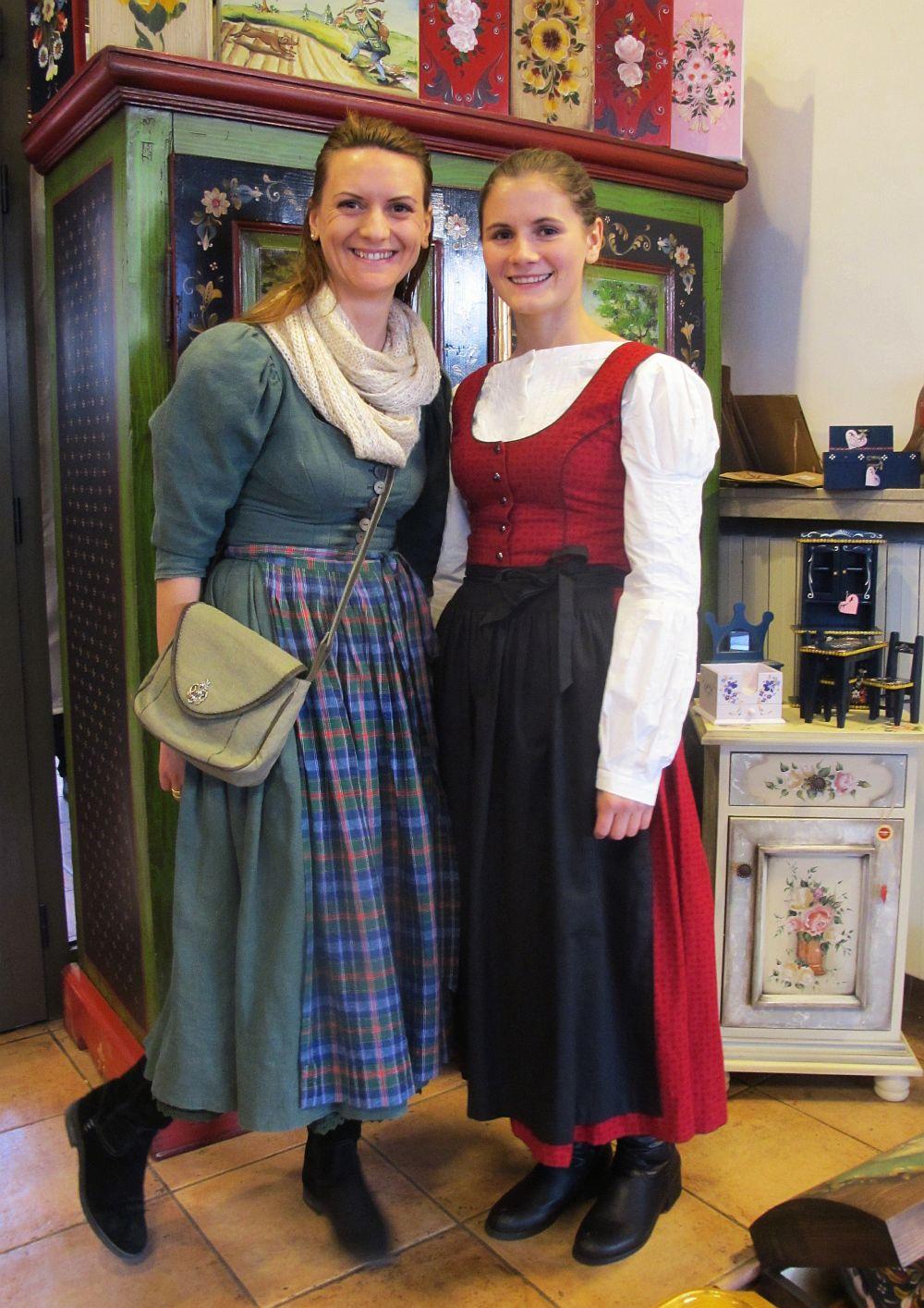 Oana Cerbu (stanga) si sora ei Florentina