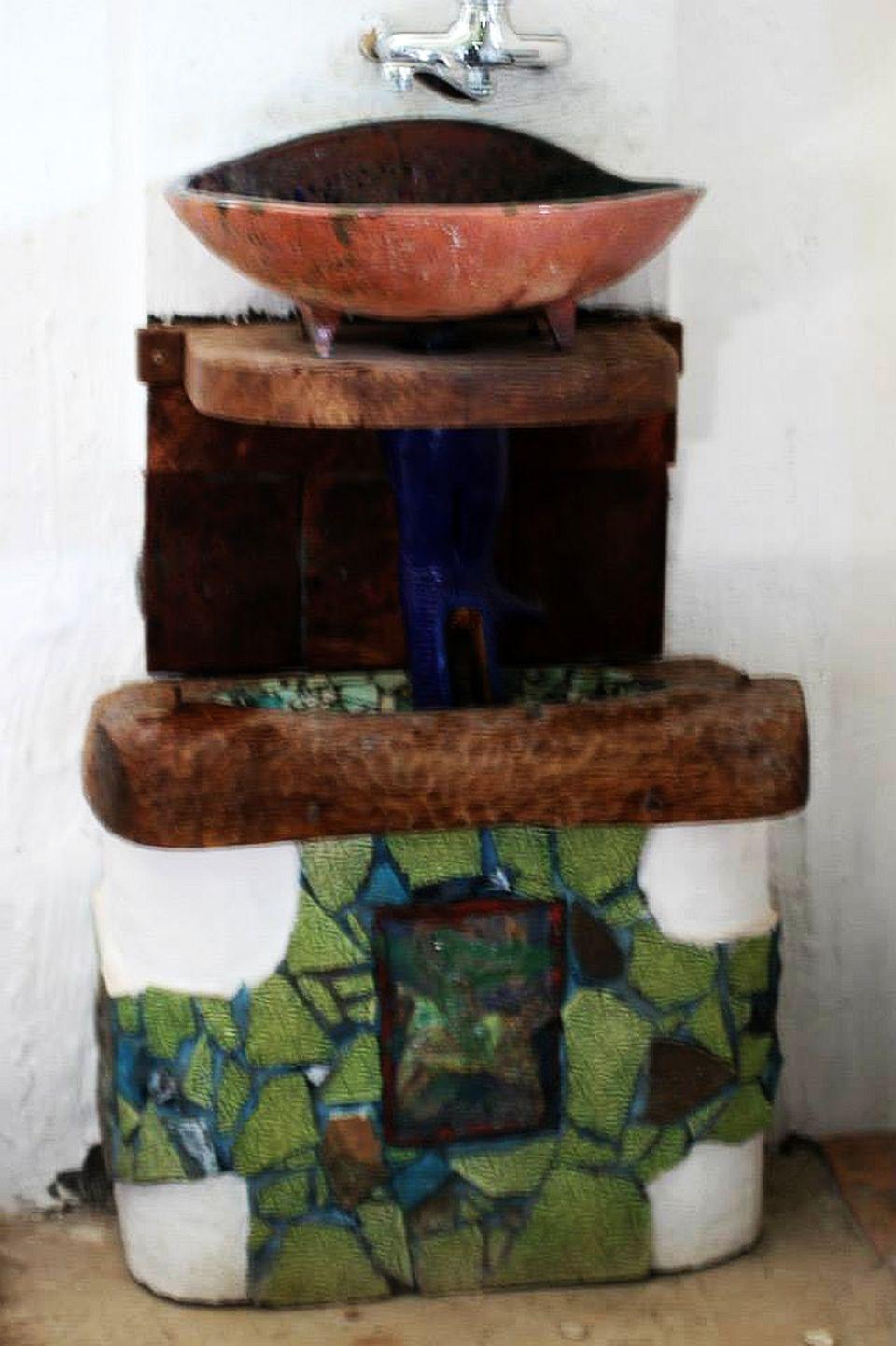 Lavoar de baie din seria arta cu utilitate, lucre de Maxim Dumitras
