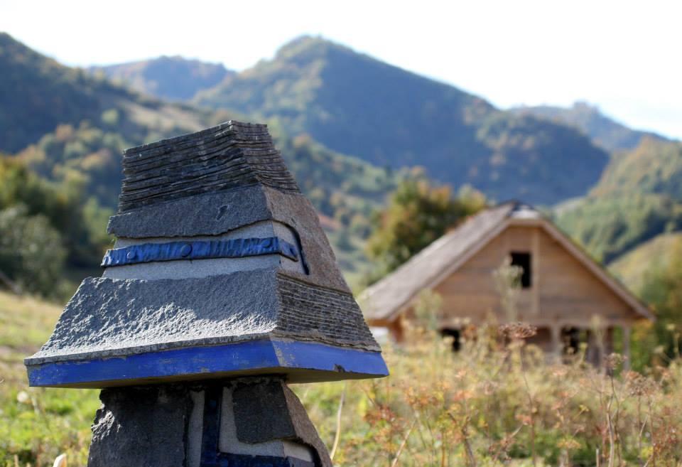 Sculptura pe dealurile Dosul Garciului la Sangeoz Bai