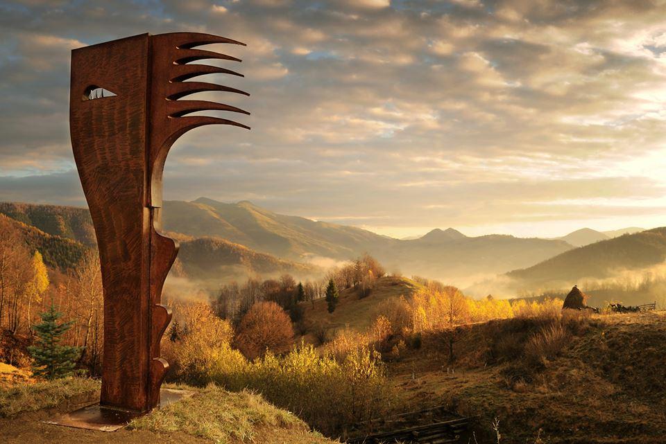 La Sangeorz-Bai Sculptura de Gyori Csaba foto David Bodescu