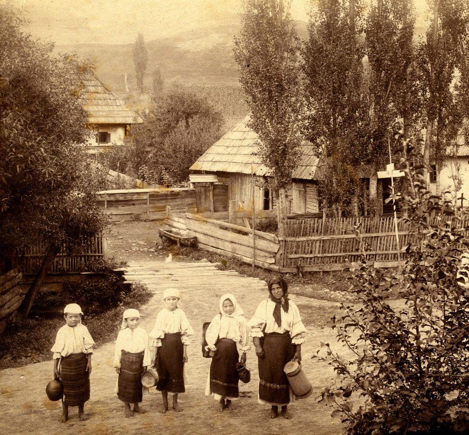 Case vechi si port popoluar vecji din Sangeorz-Bai