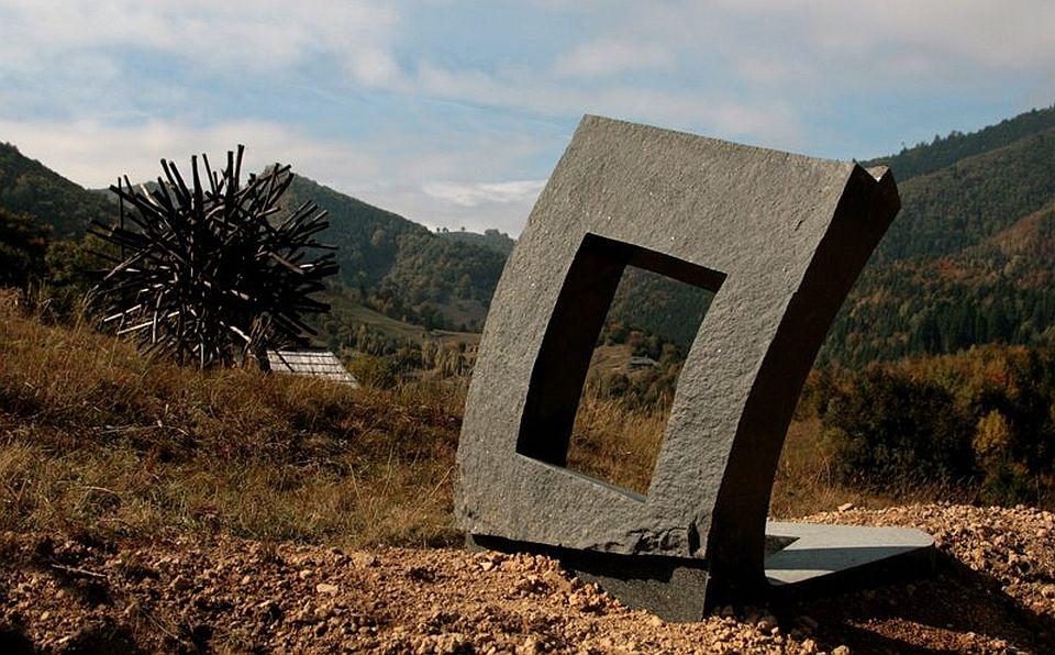 Arta contemporana - LandArt la Sangeroz-Bai