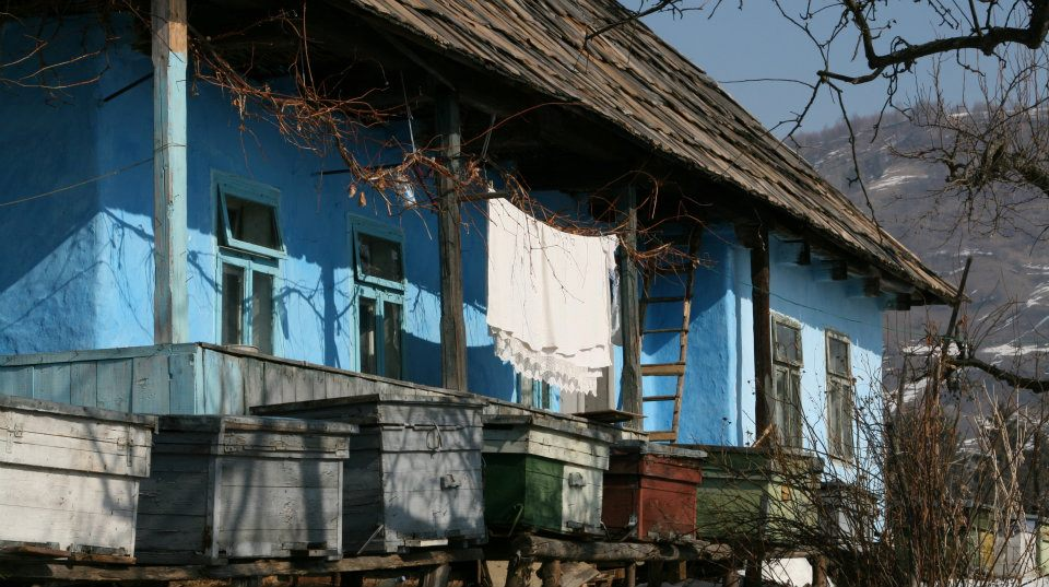 Casa veche taraneasca in Sangeor-Bai. Este locuita, evident.