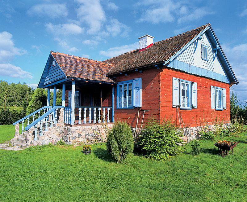 adelaparvu.com despre casa veche din lemn colorata Foto Sylwester Rejmer (1)