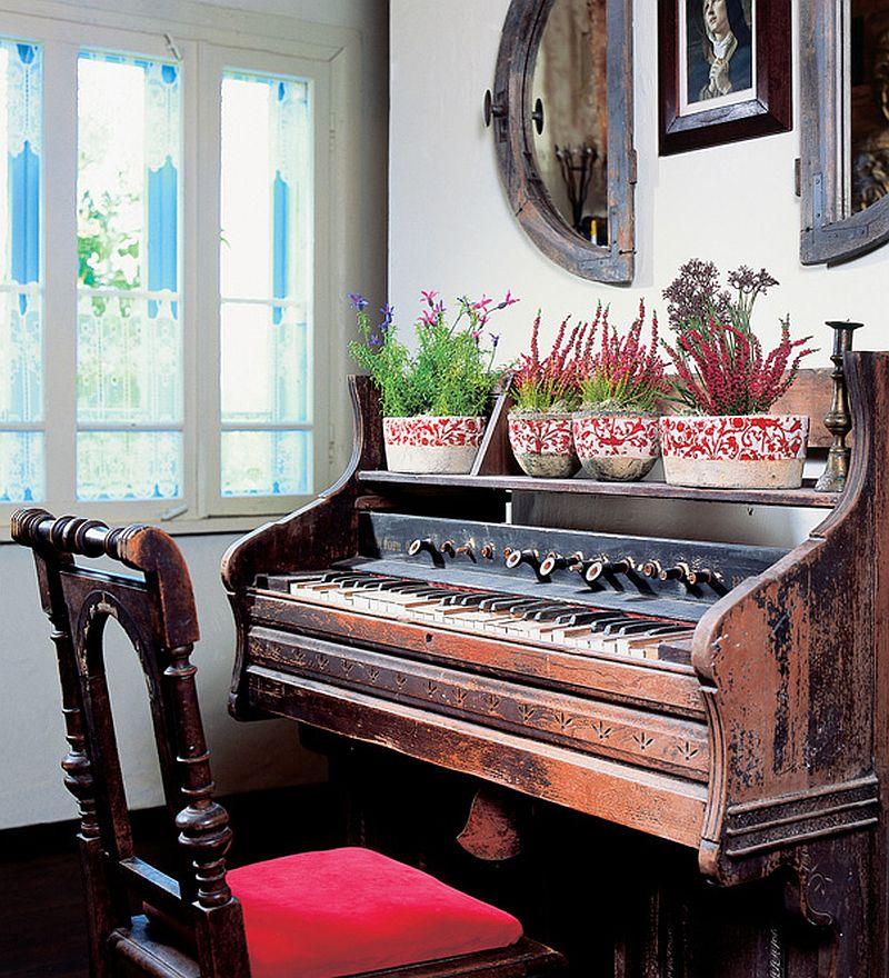 adelaparvu.com despre casa veche din lemn colorata Foto Sylwester Rejmer (9)