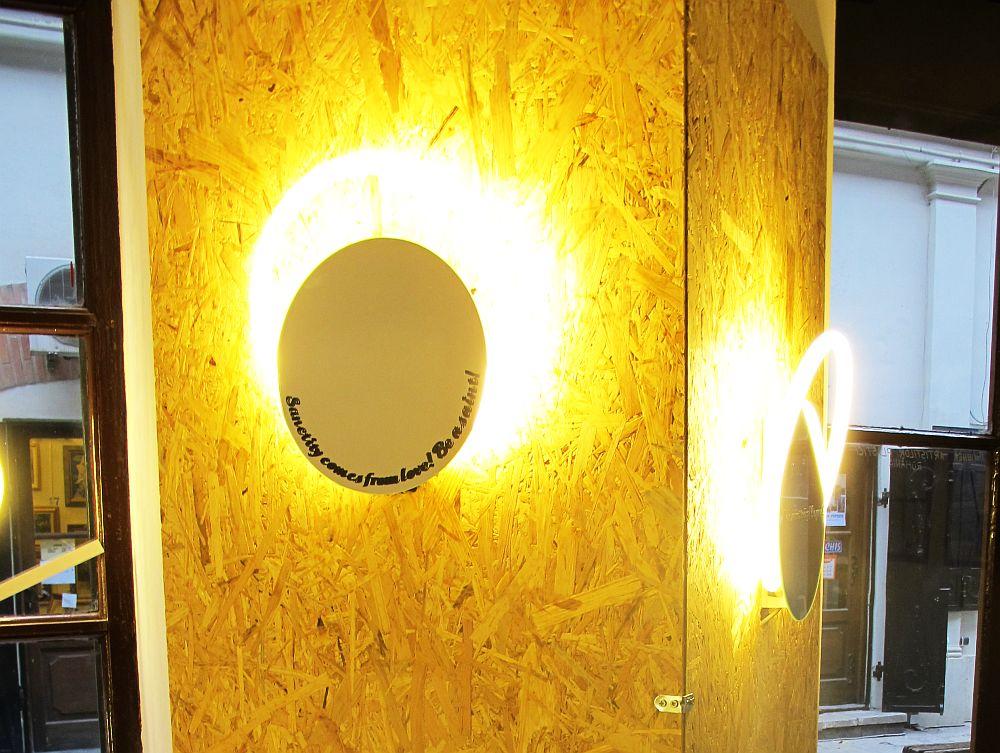 Oglinda si corp de iluminat de perete Fii Sfant