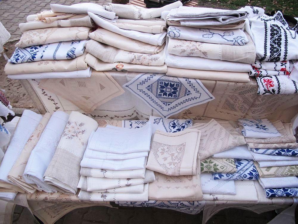 adelaparvu.com despre fete de masa si costume populare facute de Viorica Copaci (3)