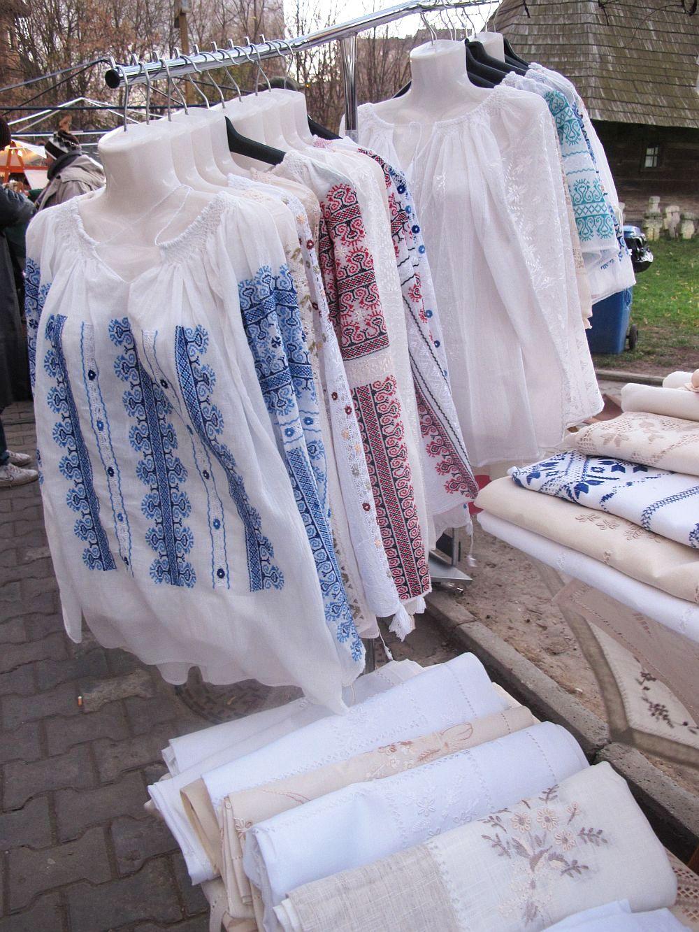 adelaparvu.com despre fete de masa si costume populare facute de Viorica Copaci (4)