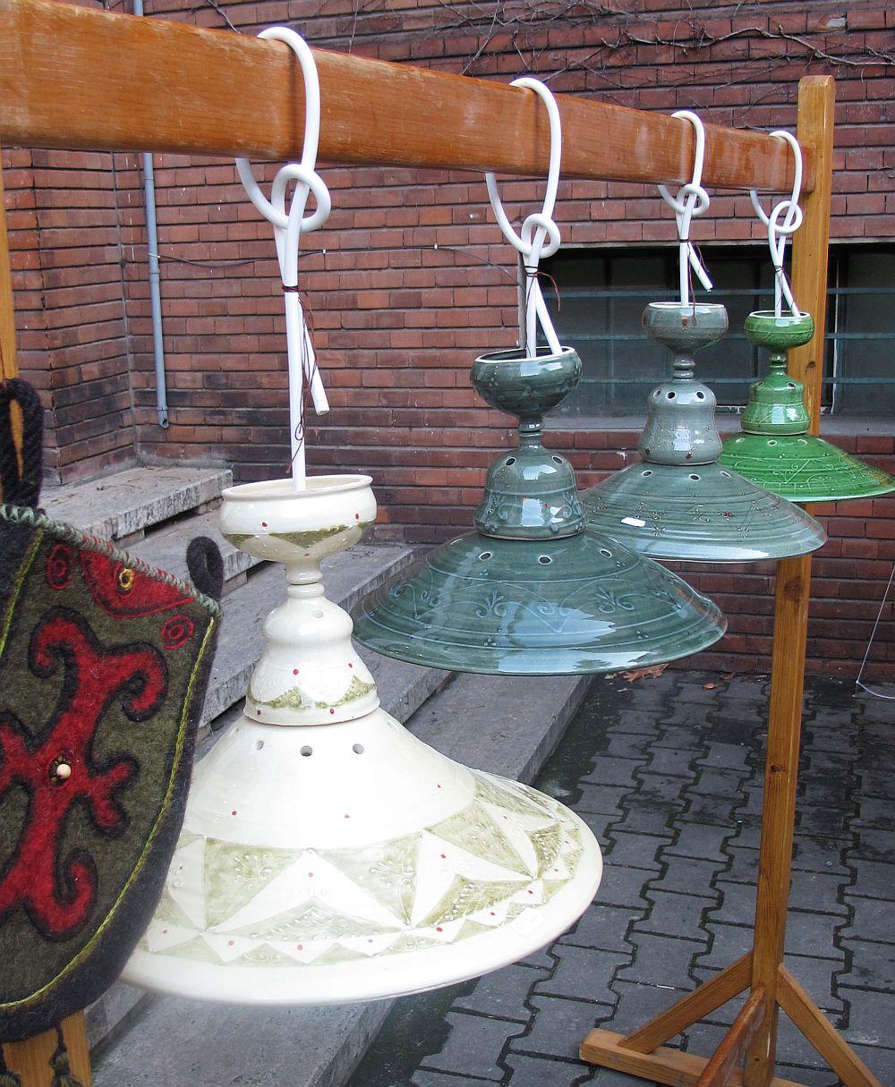 Lampi din ceramica facute de sotii Kolzsi