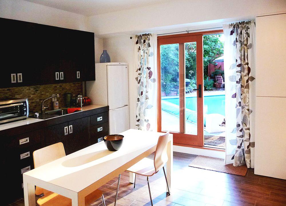 adelaparvu.com un garaj transformat in garsoniera Design Debbie Gliksman Urban Oasis (5)