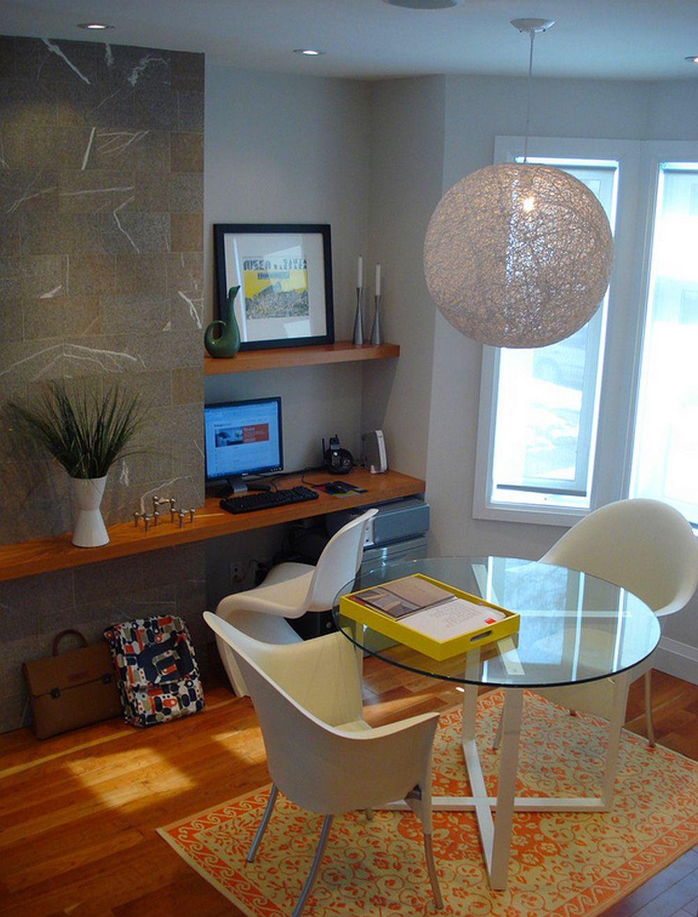 Locul de birou poate fi creatsi intr-o zona a sufrageriei, dar cel mult pentru laptop. Foto Silvia Mazzone