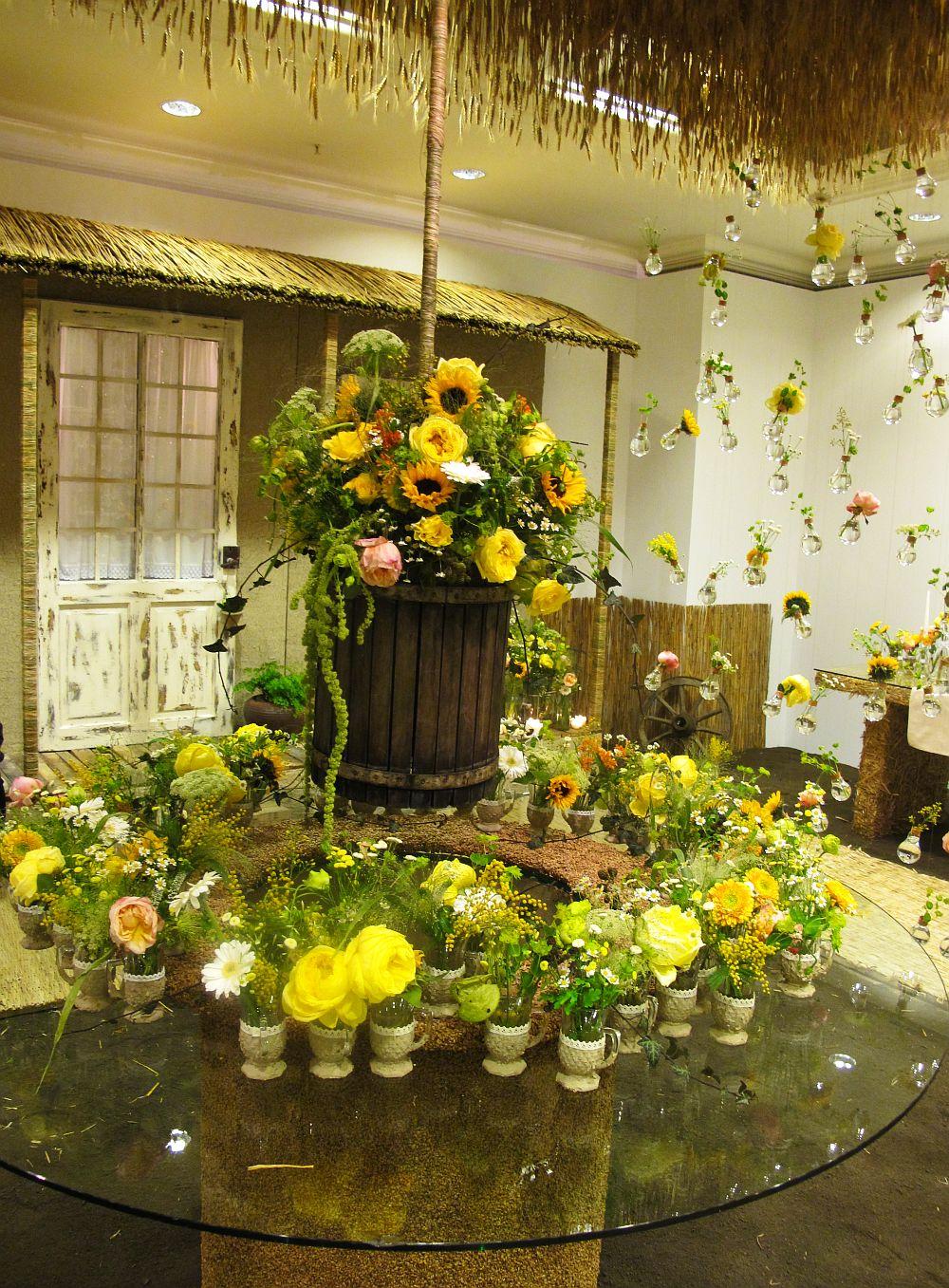 adelaparvu.com about Romanian wedding theme, Floraria Iris stand, floral designer Nicu Bocancea (17)