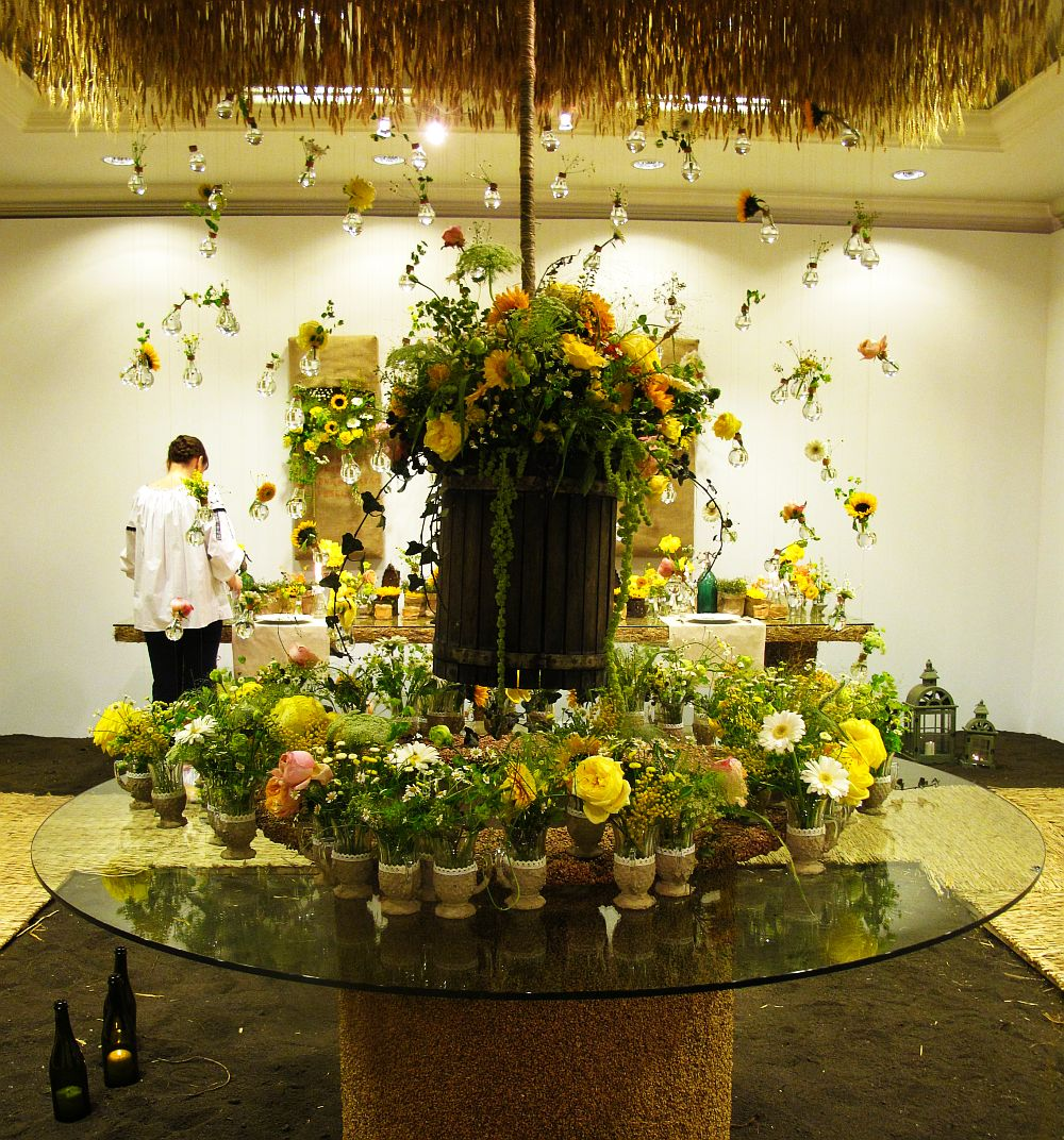 adelaparvu.com about Romanian wedding theme, Floraria Iris stand, floral designer Nicu Bocancea (3)