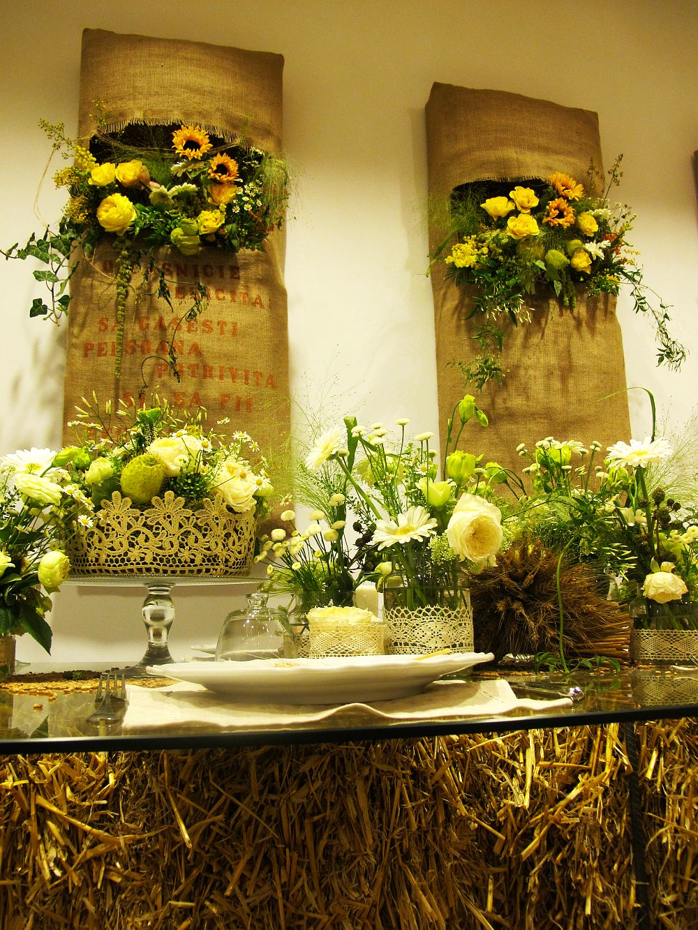 adelaparvu.com about Romanian wedding theme, Floraria Iris stand, floral designer Nicu Bocancea (9)