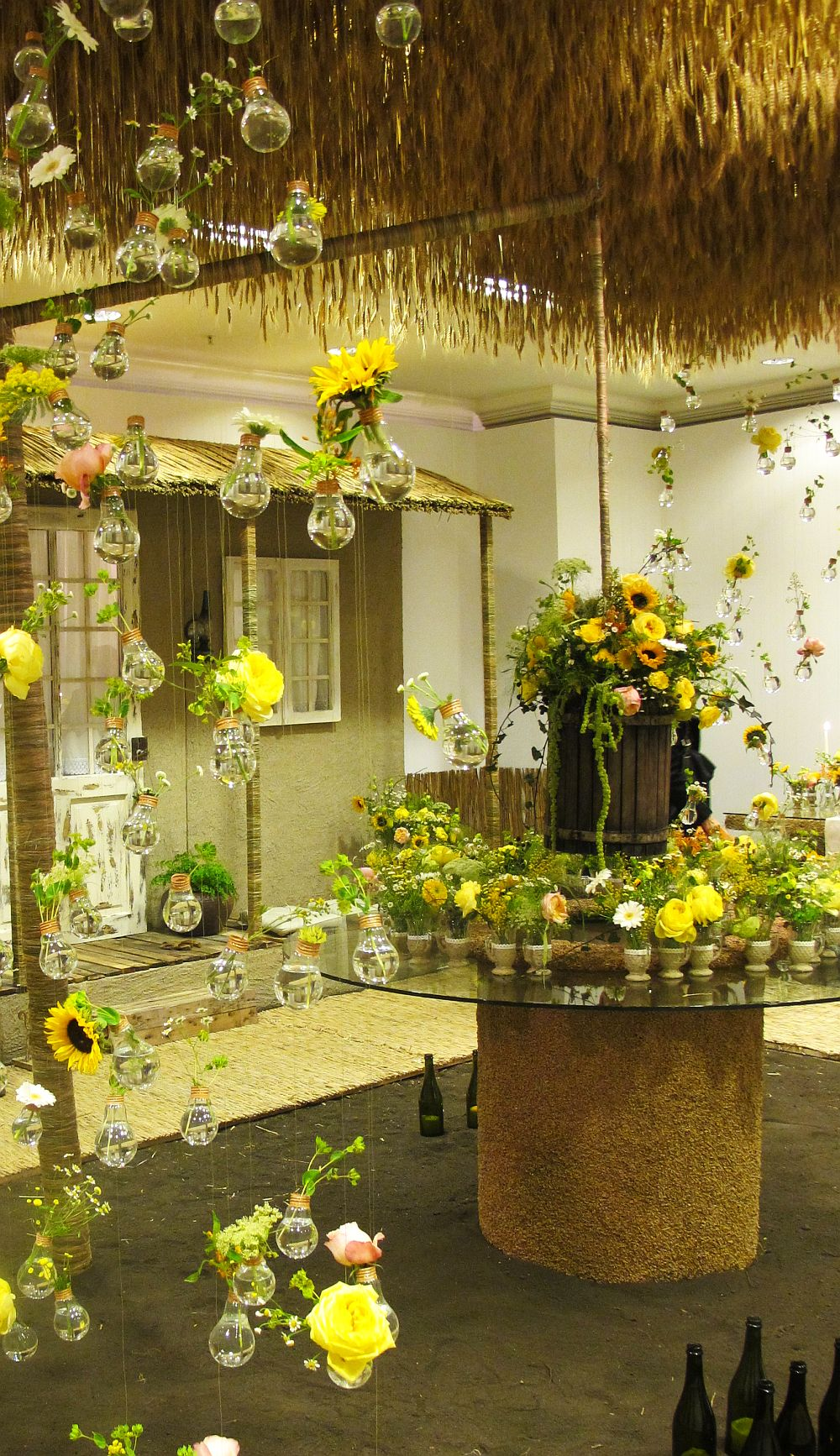 adelaparvu.com about Romanian wedding theme, Floraria Iris stand, floral designer Nicu Bocancea