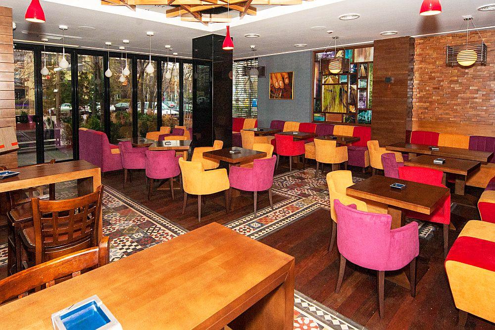adelaparvu.com about Traffic Restaurant and Lounge Bucharest, Architecture One Design, Photo Goran Drenkov (6)