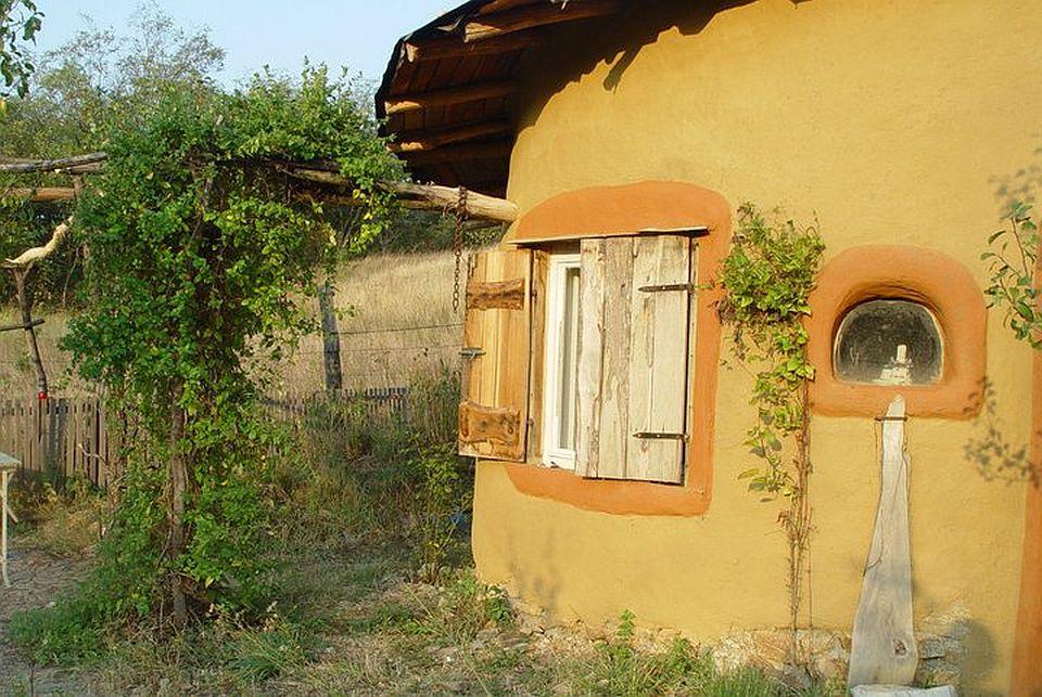 adelaparvu.com about cob house in Romania Sasca Montana village, architect Ileana Mavrodin, Casa Verde, casa de lut (11)
