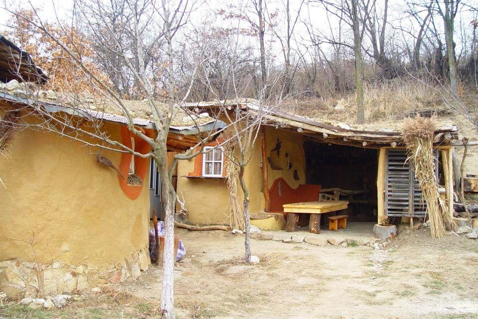 adelaparvu.com about cob house in Romania Sasca Montana village, architect Ileana Mavrodin, Casa Verde, casa de lut (17)