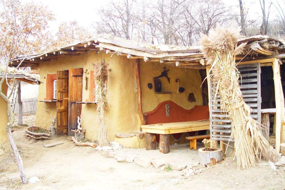 adelaparvu.com about cob house in Romania Sasca Montana village, architect Ileana Mavrodin, Casa Verde, casa de lut (19)