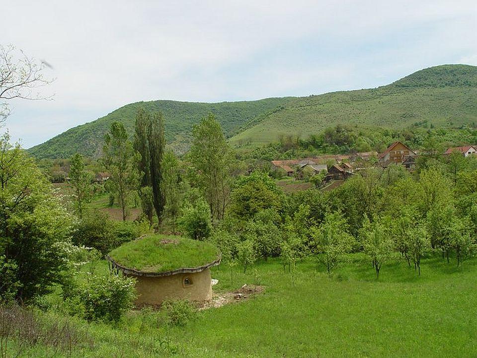 adelaparvu.com about cob house in Romania Sasca Montana village, architect Ileana Mavrodin, Casa Verde, casa de lut (7)