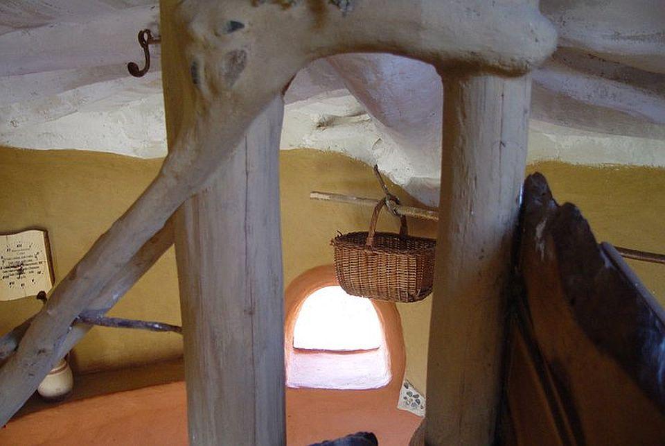 adelaparvu.com about cob house in Romania Sasca Montana village, architect Ileana Mavrodin, Casa Verde, casa de lut (9)