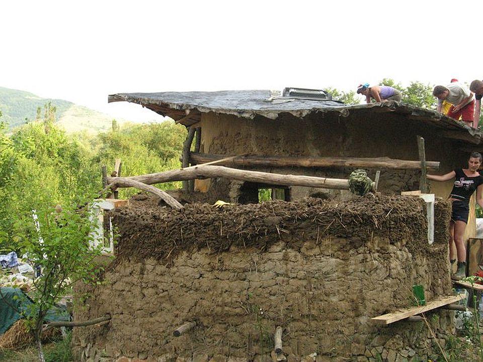adelaparvu.com about cob house in Romania, Sasca Montana village, architect Ileana Mavrodin, Casa Verde, casa de lut etape de constructie (1)