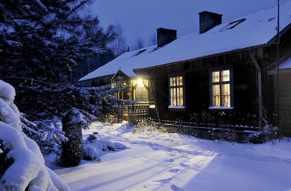 adelaparvu.com despre casa artistilor Marta Kedzierska si Jacek Tratkiewicz Foto Marek Szymanski, extrerior casa rustica iarna (4)
