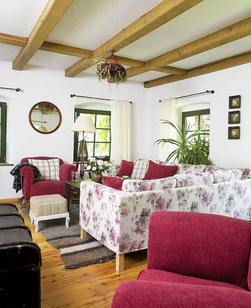 adelaparvu.com despre casa rustica si pensiune la Jemna, Foto Michael Skorupski , Barry Fisher, living rustic cu canapele cu flori  (6)