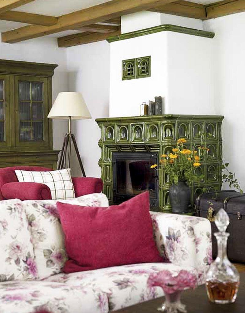 adelaparvu.com despre casa rustica si pensiune la Jemna, Foto Michael Skorupski , Barry Fisher, living rustic cu soba de teracota verde (7)