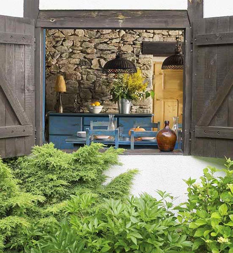 adelaparvu.com despre casa rustica si pensiune la Jemna, Foto Michael Skorupski , Barry Fisher, usi rustice  (3)