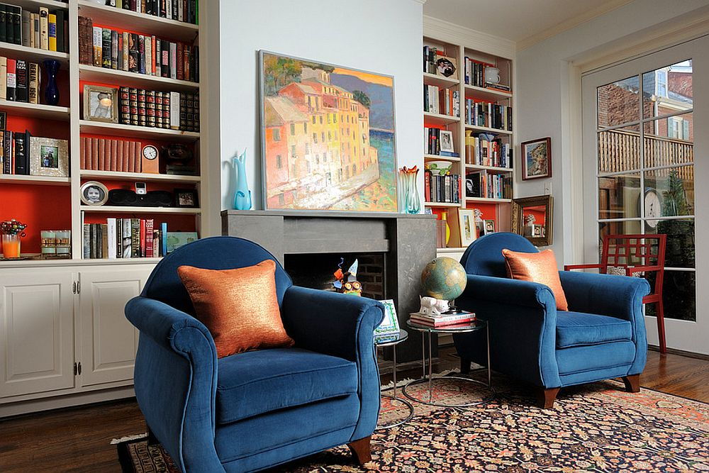 Un strop de culoare face minuni, si un tapet simplu e mai usor de montat la interiorul mobilierului, foto Kelly Scanlon Interior Design