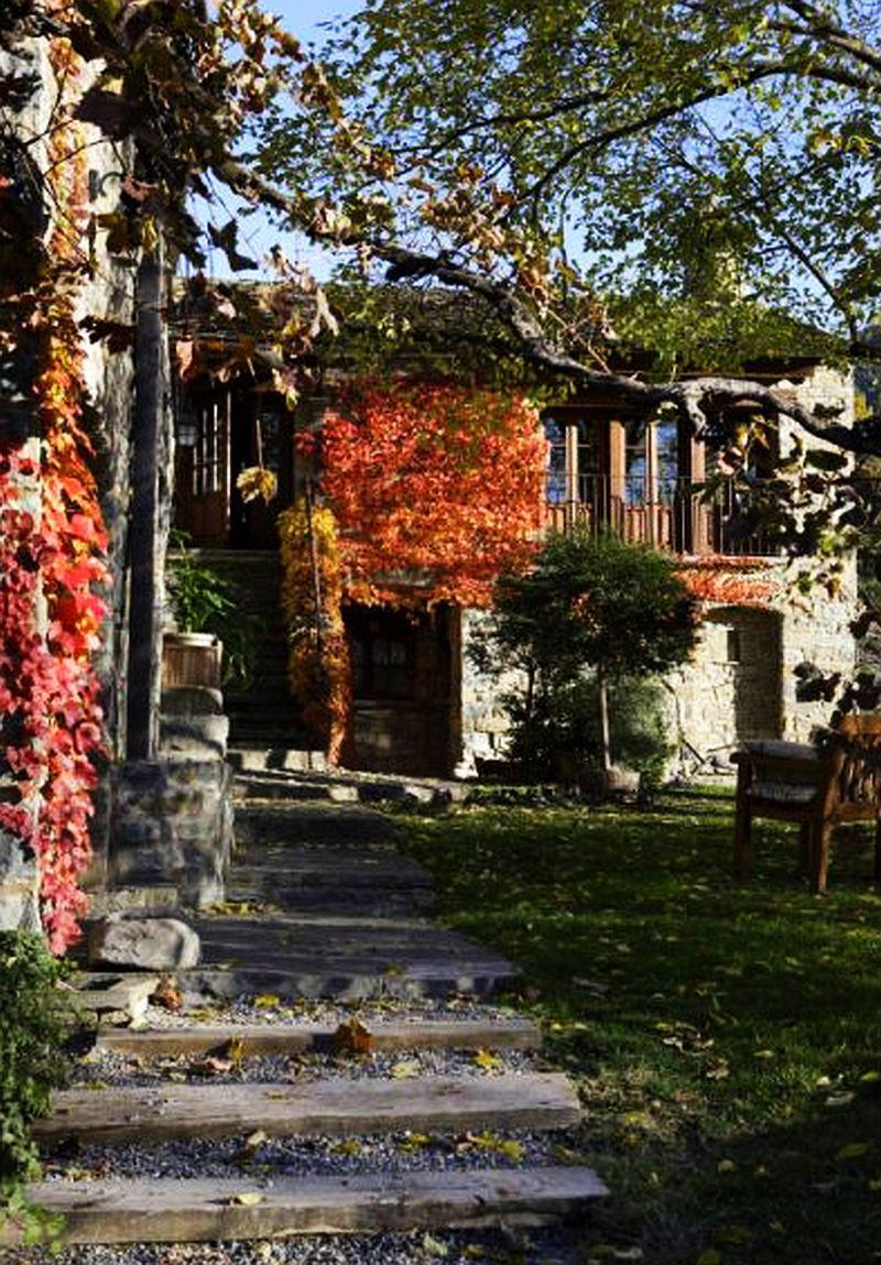 Superb fost m n stire transformat n hotel rustic adela p rvu interior design blogger - Casa de san martin ...