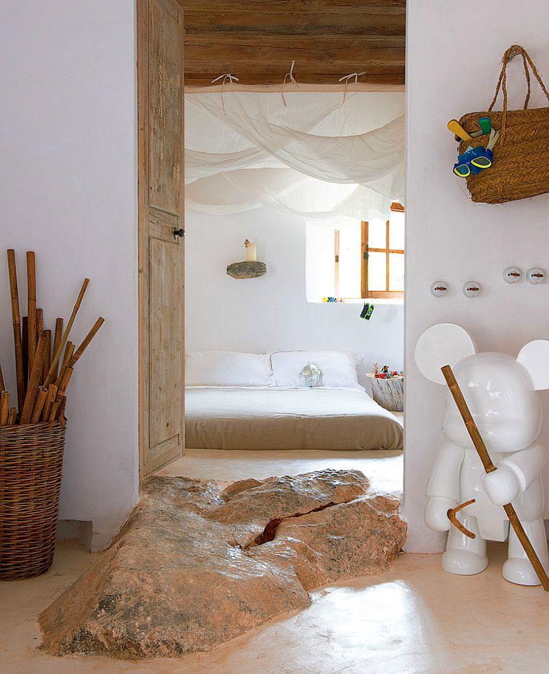 adelaparvu.com despre casa de piatra cu pereti curbi din lut, designer Alexandre de Betak, Foto TMagazine (11)