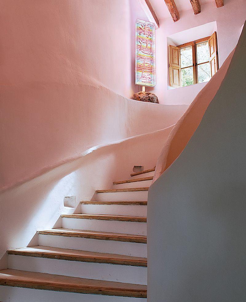 adelaparvu.com despre casa de piatra cu pereti curbi din lut, designer Alexandre de Betak, Foto TMagazine (2)