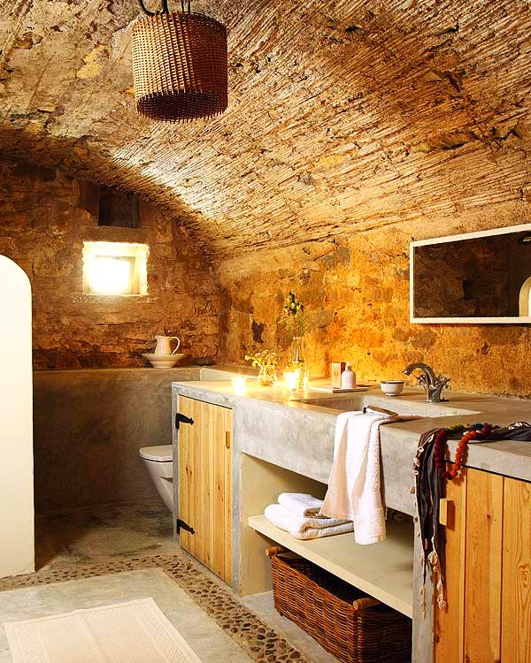 adelaparvu.com despre casa veche renovata cu ziduri de piatra (12)
