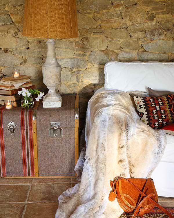 adelaparvu.com despre casa veche renovata cu ziduri de piatra (2)